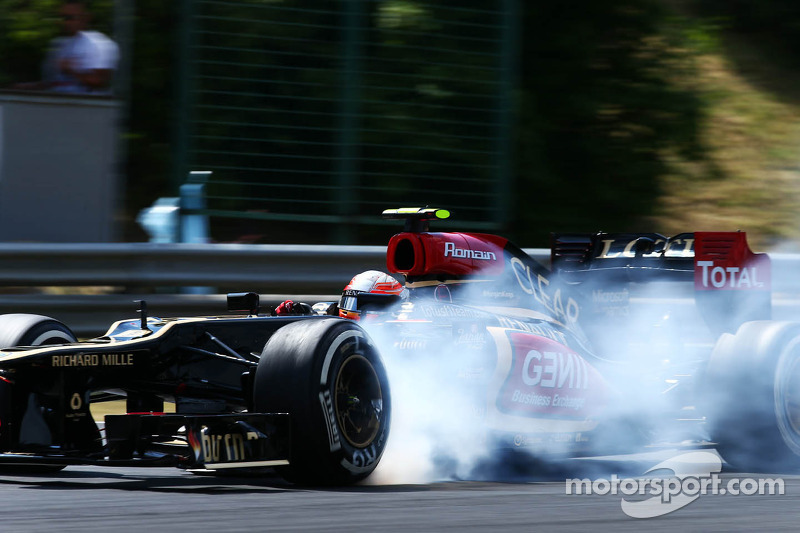 Romain Grosjean, Lotus F1 E21 locks up under braking