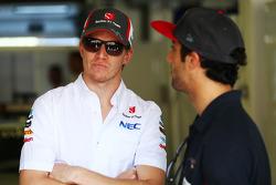 (L to R): Nico Hulkenberg, Sauber with Daniel Ricciardo, Scuderia Toro Rosso