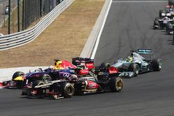 Sebastian Vettel, Red Bull Racing RB9 and Romain Grosjean, Lotus F1 E21 battle at the start of the race