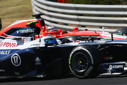 Valtteri Bottas, Williams FW35 ve Jules Bianchi, Marussia F1 Team MR02 pozisyon mücadelesi