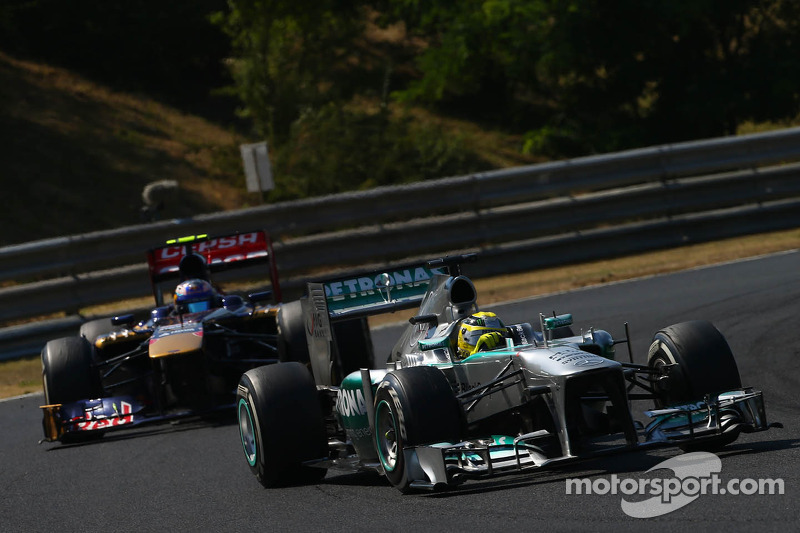 Nico Rosberg, Mercedes AMG F1 W04 leads Jean-Eric Vergne, Scuderia Toro Rosso STR8