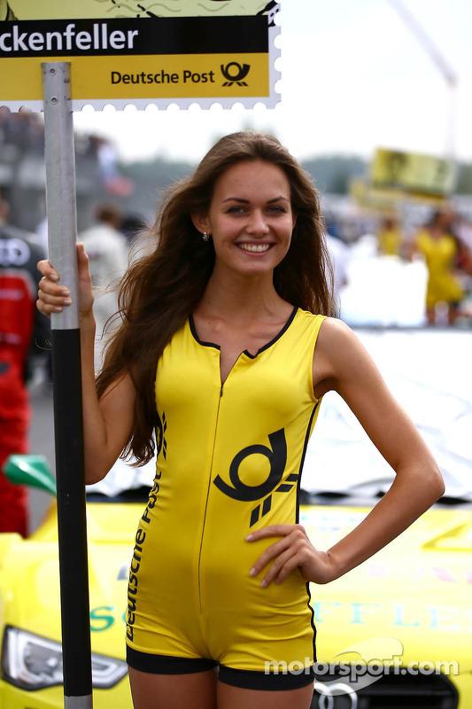 Grid girl do Mike Rockenfeller, Audi Sport Team Phoenix Racing Audi A5 DTM