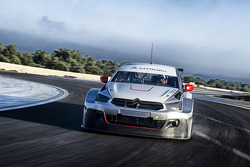 Yvan Muller tests the new Citroën C-Elysée WTCC