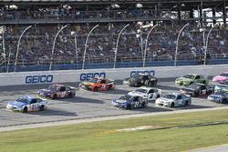 Райан Блэни, Wood Brothers Racing Ford, Денни Хэмлин, Joe Gibbs Racing Toyota, Чейс Эллиотт, Hendrick Motorsports Chevrolet и Мартин Труэкс-мл., Furniture Row Racing Toyota