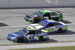 Jimmie Johnson, Hendrick Motorsports Chevrolet, Ty Dillon, Germain Racing Chevrolet, y Austin Dillon, Richard Childress Racing Chevrolet