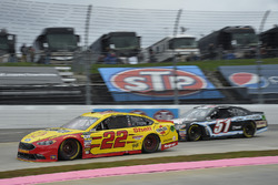 Joey Logano, Team Penske Ford, Kyle Weatherman, Rick Ware Racing Chevrolet