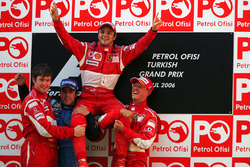 Podium : le vainqueur Felipe Massa, Ferrari, le second Fernando Alonso, Renault, le troisième Michael Schumacher, Ferrari, Rob Smedley, Ferrari