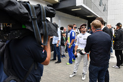 Fernando Alonso, McLaren talks con Paul di Resta, Sky TV e Simon Lazenby, Sky TV