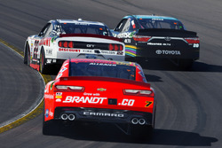 Ryan Blaney, Team Penske Ford, Erik Jones, Joe Gibbs Racing Toyota, Justin Allgaier, JR Motorsports Chevrolet