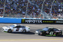 Brad Keselowski, Team Penske Ford and Kurt Busch, Stewart-Haas Racing Ford