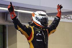 Racewinnaar Kimi Raikkonen, Lotus F1 Team viert feest in parc ferme