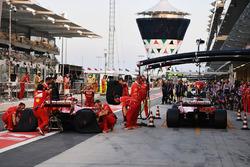 Kimi Raikkonen, Ferrari SF70H et Sebastian Vettel, Ferrari SF70H