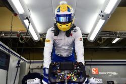Detalle del volante del coche de Marcus Ericsson, Sauber C36