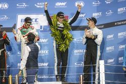 Подиум: чемпион мира Тед Бьорк, Polestar Cyan Racing, Эстебан Герьери, Honda Racing Team JAS, и Ники Катсбург, Polestar Cyan Racing