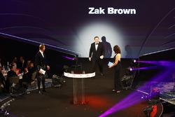 Zak Brown, directeur McLaren, met David Coulthard en Lee McKenzie