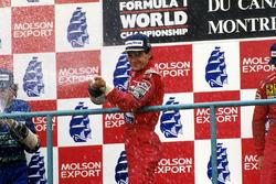 Podium: race winner Ayrton Senna, McLaren, second place Nelson Piquet, Benetton, third place Nigel Mansell, Ferrari