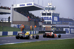 Ayrton Senna, McLaren MP4/8, leads Damon Hill, Williams FW15C