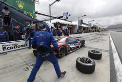 #67 Chip Ganassi Racing Ford GT, GTLM: Ryan Briscoe, Richard Westbrook, Scott Dixon, pit stop