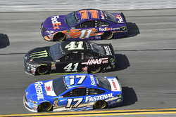 Ricky Stenhouse Jr., Roush Fenway Racing Ford Fusion, Kurt Busch, Stewart-Haas Racing Ford Fusion, Denny Hamlin, Joe Gibbs Racing Toyota