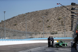 Cosworth engineers rond de wagen van Spencer Pigot, Ed Carpenter Racing Chevrolet