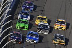 Denny Hamlin, Joe Gibbs Racing Toyota, Ricky Stenhouse Jr., Roush Fenway Racing Ford Fusion en Ryan Newman, Richard Childress Racing Chevrolet Camaro