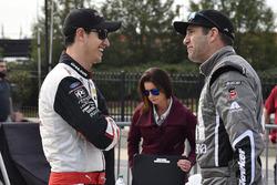 Joey Logano, Team Penske, Discount Tire Ford Mustang and Elliott Sadler, JR Motorsports, Cessna Chevrolet Camaro