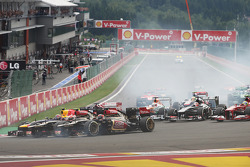 Kimi Raikkonen, F1 Lotus, Romain Grosjean, Lotus F1 y Mark Webber, Red Bull Racing en el inicio de la carrera