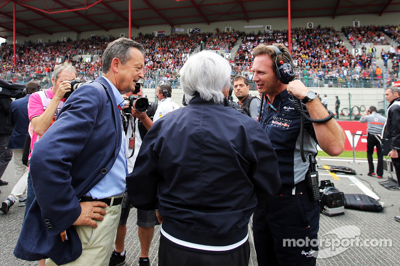Bernie Ecclestone, CEO Formula One Group, en Christian Horner, Teambaas Red Bull Racing op de grid
