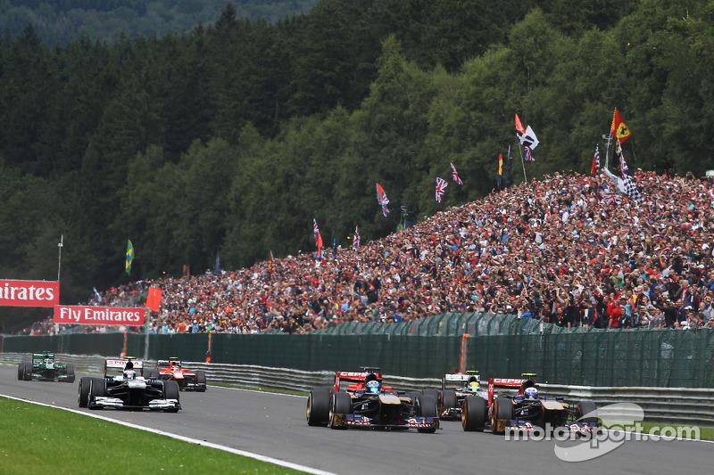 Jean-Eric Vergne, Scuderia Toro Rosso and Daniel Ricciardo, Scuderia Toro Rosso at the start of the race