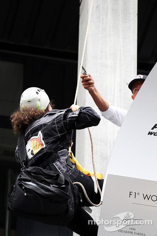 Greenpeace fazer um protesto contra a corrida pelo título patrocinador Shell no pódio