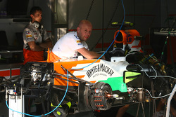 Sahara Force India F1 Team garagem