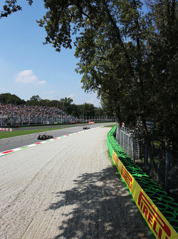 Lewis Hamilton, Mercedes AMG F1 W04 leads Romain Grosjean, Lotus F1 E21