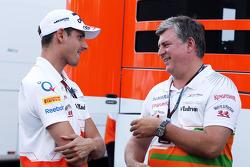 Adrian Sutil, Sahara Force India F1, com Otmar Szafnauer