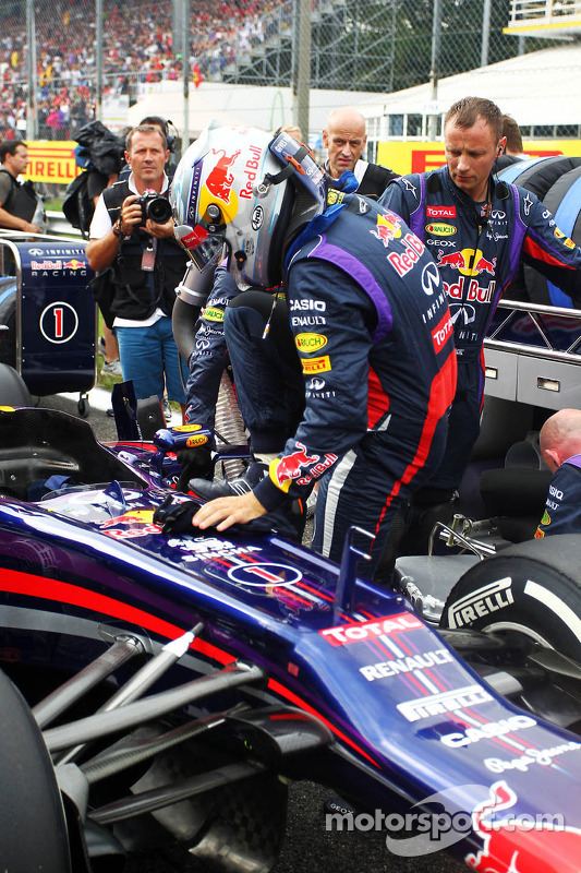Sebastian Vettel, Red Bull Racing RB9 no grid