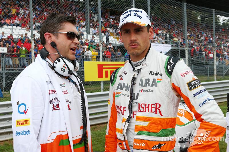 Adrian Sutil, Sahara Force India F1 met Bradley Joyce, Sahara Force India F1 Race Engineer op de grid