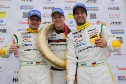 Vencedores Jochen Krumbach, Jörg Bergmeister, Lucas Luhr, Manthey-Racing, Porsche 911 GT3 RSR