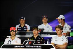 Nico Hulkenberg, Sauber; Adrian Sutil, Sahara Force India F1; Sergio Perez, McLaren; Kimi Raikkonen, Lotus F1 Team; Nico Rosberg, Mercedes AMG F1 en la conferencia de prensa de la FIA