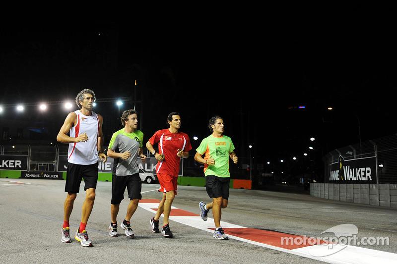 Fernando Alonso, Ferrari runs the circuit with Edoardo Bendinelli, Personal Trainer, and Pedro De La Rosa, Ferrari Development Driver (Second from right)
