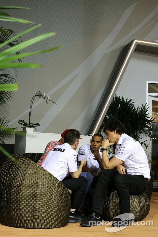 Lewis Hamilton, Mercedes AMG F1 Accionista y Director Ejecutivo y Niki Lauda, Mercedes Presidente no