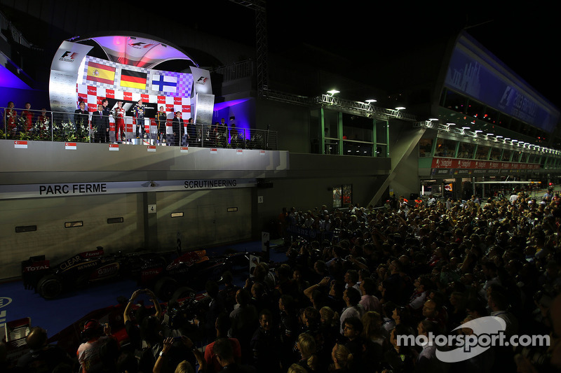 Sebastian Vettel, Red Bull Racing, Fernando Alonso, Scuderia Ferrari and Kimi Raikkonen, Lotus F1 Team