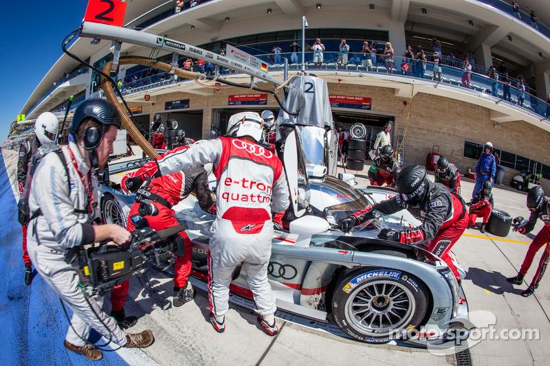Pit stop for #2 Audi Sport Team Joest Audi R18 e-tron quattro: Tom Kristensen, Loic Duval, Allan McN