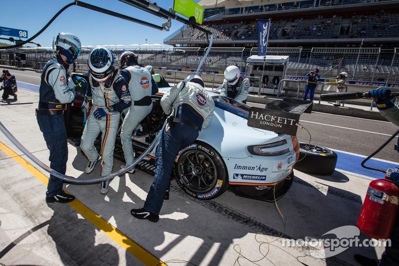 Pit stop for #97 Aston Martin Racing Aston Martin Vantage V8: Stefan Mücke, Darren Turner, Oliver Ga