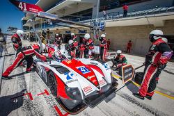Pit stop for #41 Greaves Motorsport Zytek Z11SN - Nissan: Christian Zugel, Chris Dyson, Tom Kimber-Smith