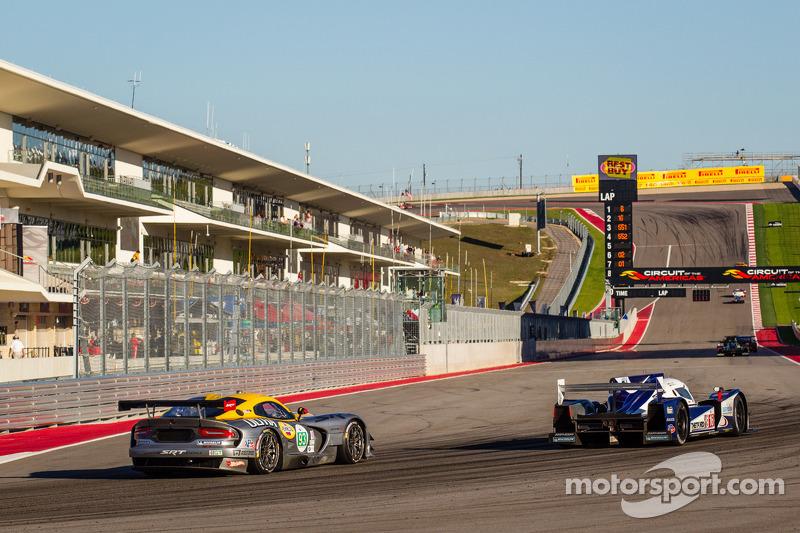 #93 SRT Motorsports SRT Viper GTS-R: Jonathan Bomarito, Kuno Wittmer, #16 Dyson Racing Team Lola B12