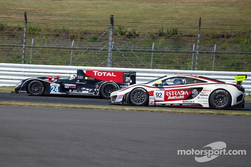 #24 Oak Racing Morgan-Judd: David Cheng, Jeffrey Lee, Congfu Cheng and #92 AAI-RSTRADA McLaren MP4-12C GT3: Yasu Kikuchi, Morris Chen