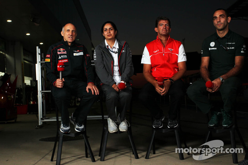 (L naar R): Franz Tost, Teambaas Scuderia Toro Rosso met Monisha Kaltenborn, Teambaas Sauber, Graeme Lowdon, Marussia F1 Team Chief Executive Officer, en Cyril Abiteboul, Teambaas Caterham F1