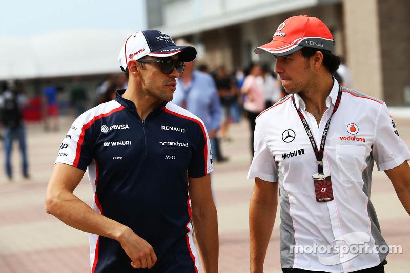Pastor Maldonado, Williams y Sergio Pérez, McLaren en el desfile de pilotos