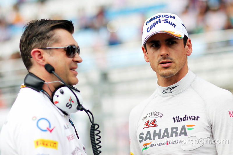 (L naar R): Bradley Joyce, Sahara Force India F1 Race Engineer met Adrian Sutil, Sahara Force India