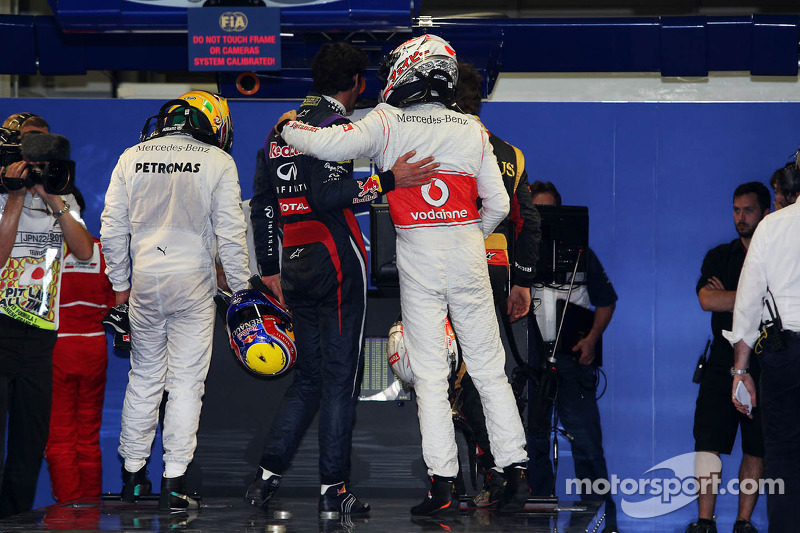 Jenson Button, McLaren, congratulates Mark Webber, Red Bull Racing, on his pole position in parc ferme
