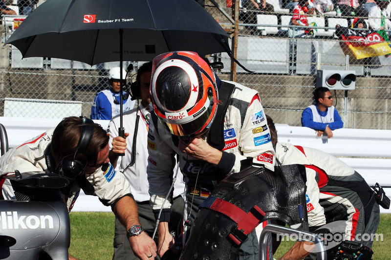 Nico Hulkenberg, Sauber C32 on the grid